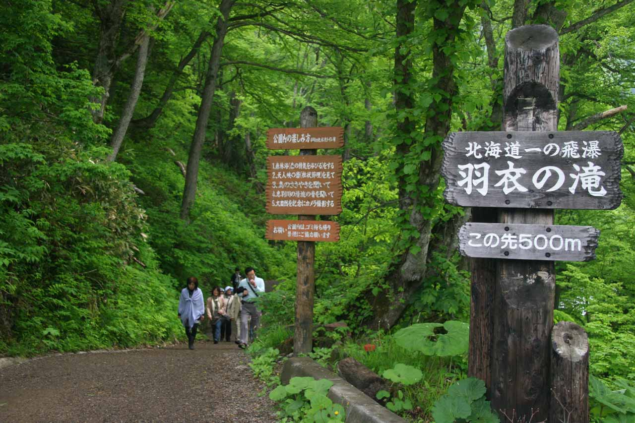 Only 500m to the Hagoromo Waterfall