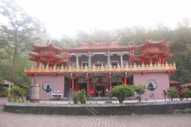 Dajin_Waterfall_005_10292016 - The temple at the trailhead for the Dajin Waterfall
