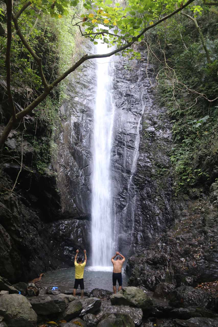 Finally at the base of the Dajin Waterfall, where a pair of guys joined us and were busy psyching themselves up to go right beneath the falls