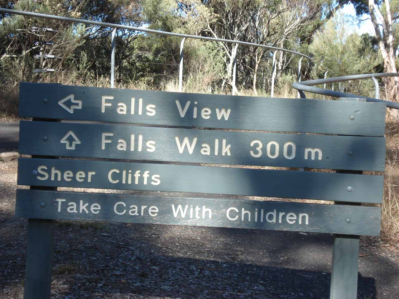 Starting on the walk to see Dangarsleigh Falls