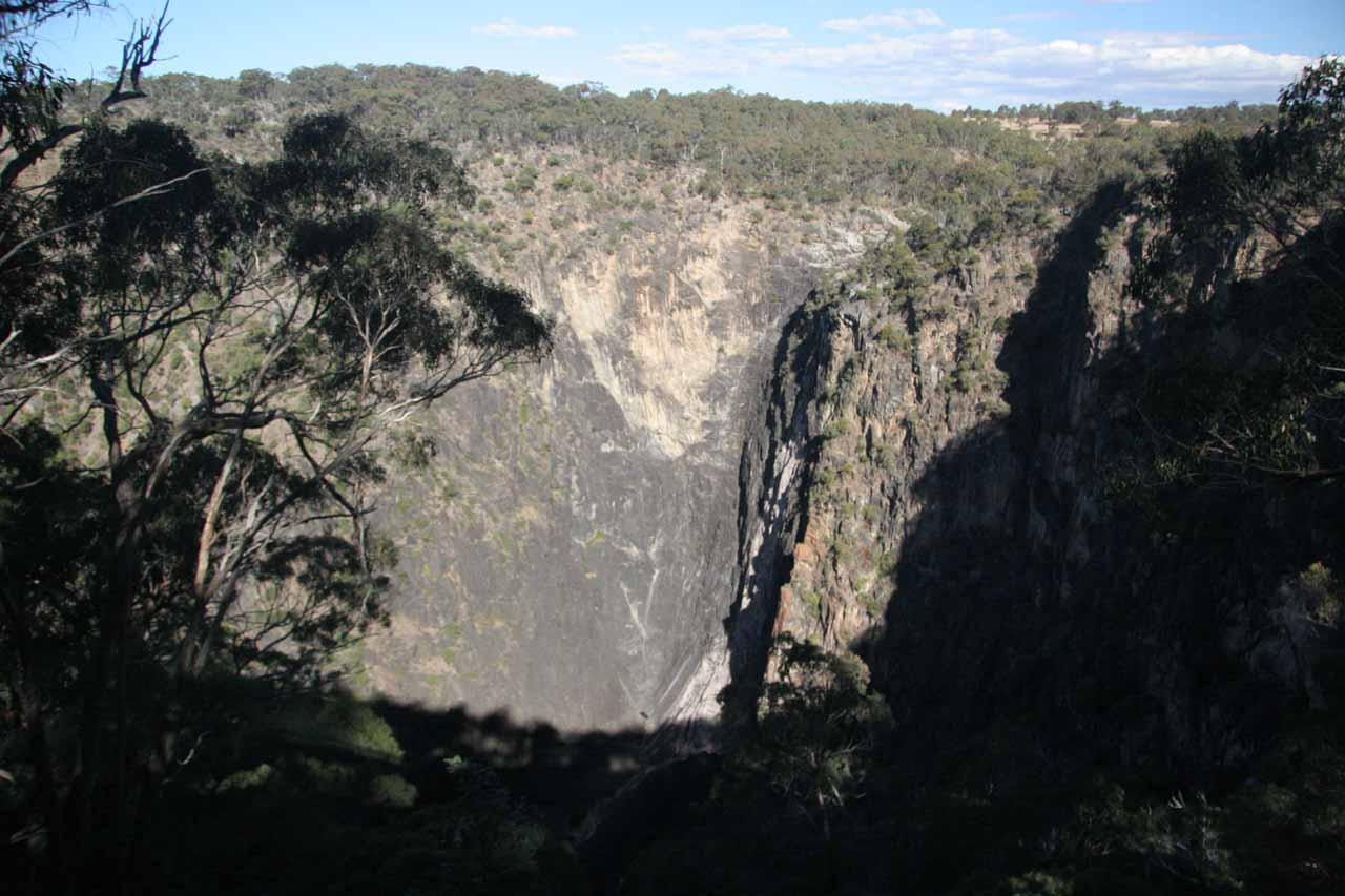 Looking at the dry Dangarsleigh Falls