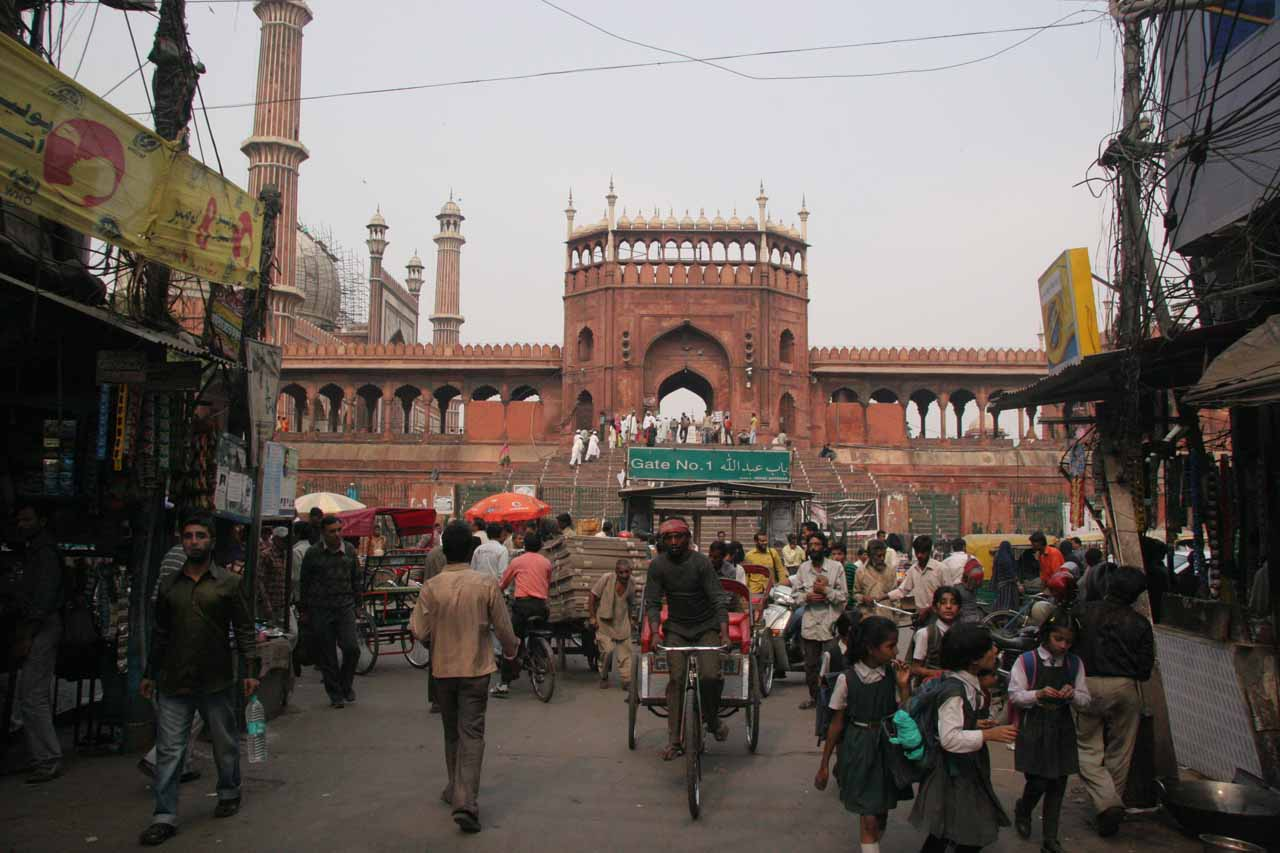Approaching the Jami Masjid mosque from the Chandni Chowk Bazaar