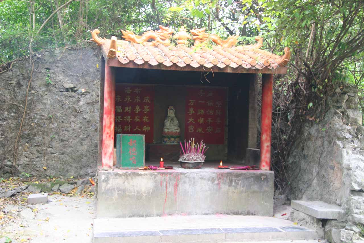 A shrine on the way to the 53rd boundary marker