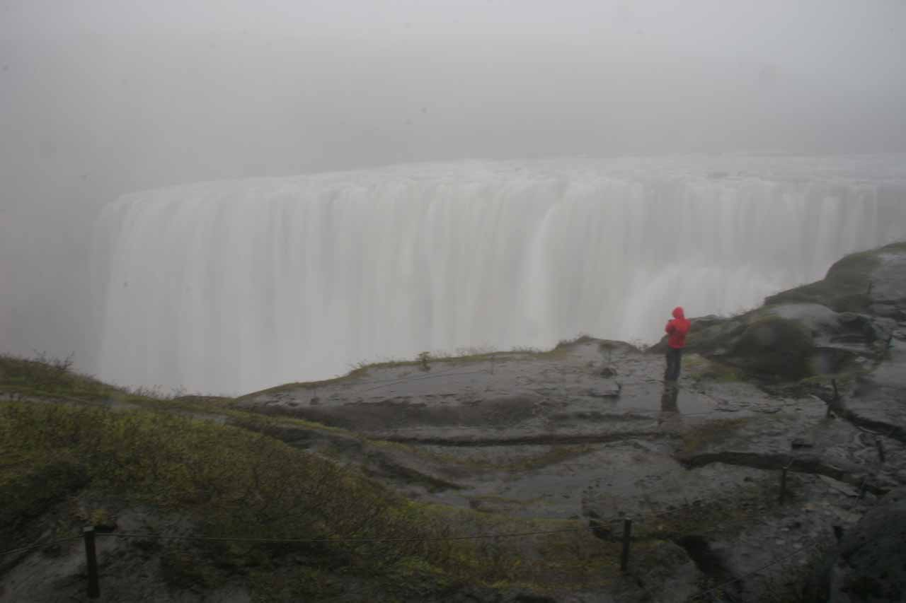 Descending towards the mist and dreary viewpoint at the brink of Dettifoss