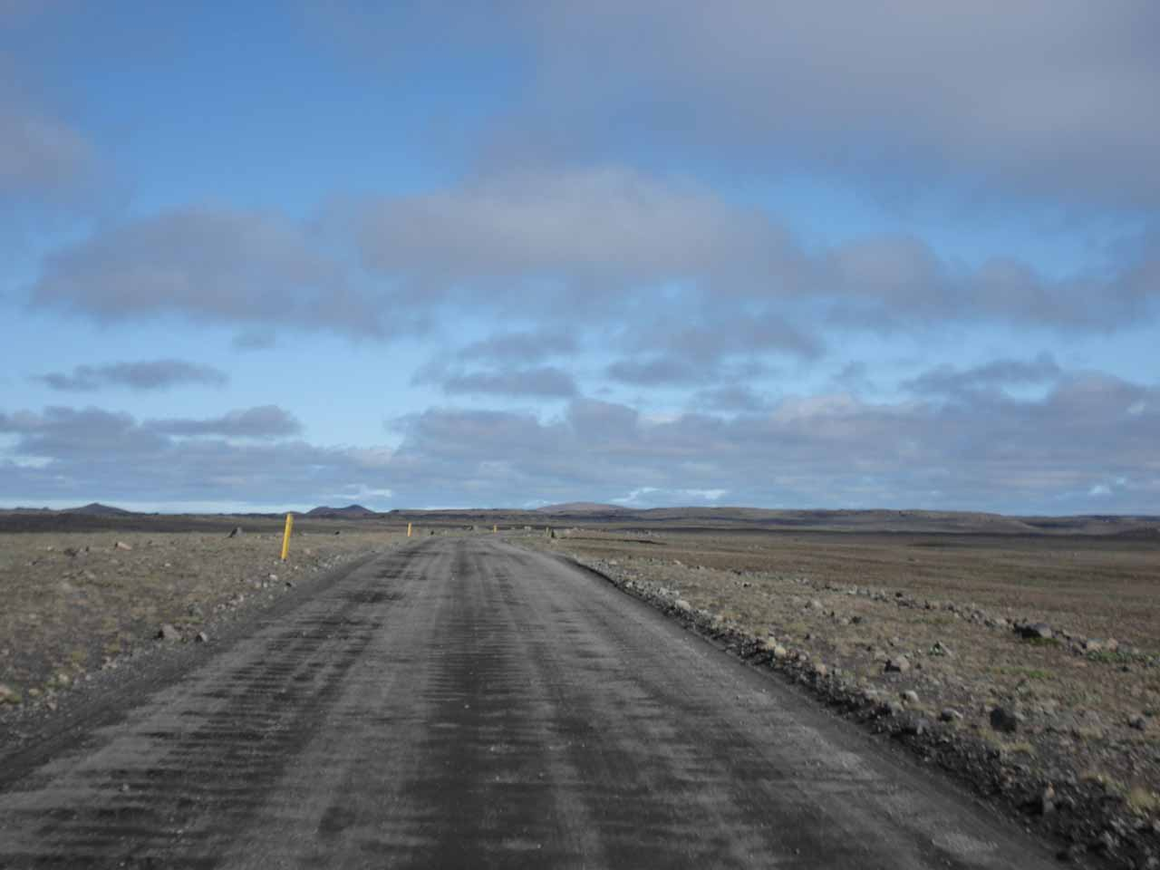 The wide and somewhat graded unpaved road to the east bank of Dettifoss