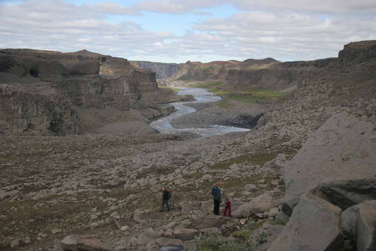 The first section of the hike was to get up to the brink of Dettifoss from the car park at its east bank.  This was where we got views of Jökulsárgljúfur canyon