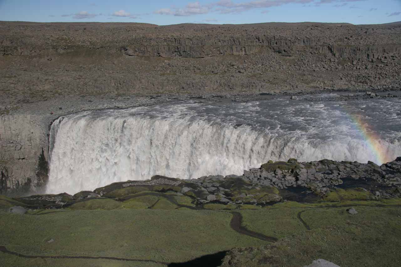 Descending closer to the brink of the west bank of Dettifoss