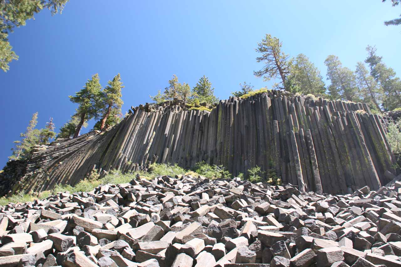 Just north of the Twin Lakes along Minaret Road was the access to the Devil's Postpile National Monument, which was named after these dramatic basalt columns