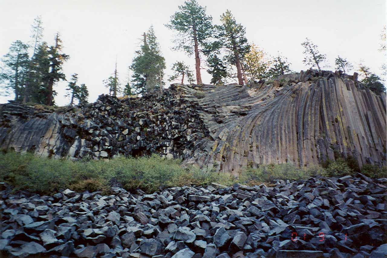 Looking towards the deformed basalt columns to the left side of the formation