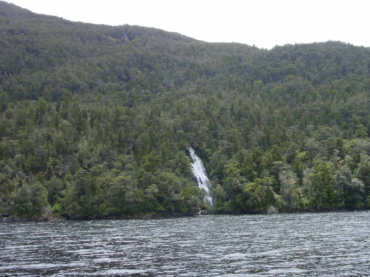 Contextual view of the waterfall by the Grono Bay section of the Doubtful Sound