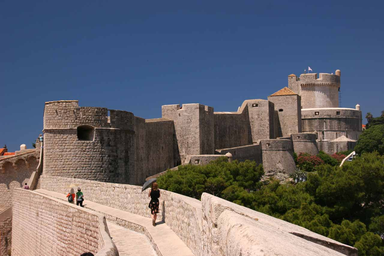 The City Walls approaching the Minceta Tower