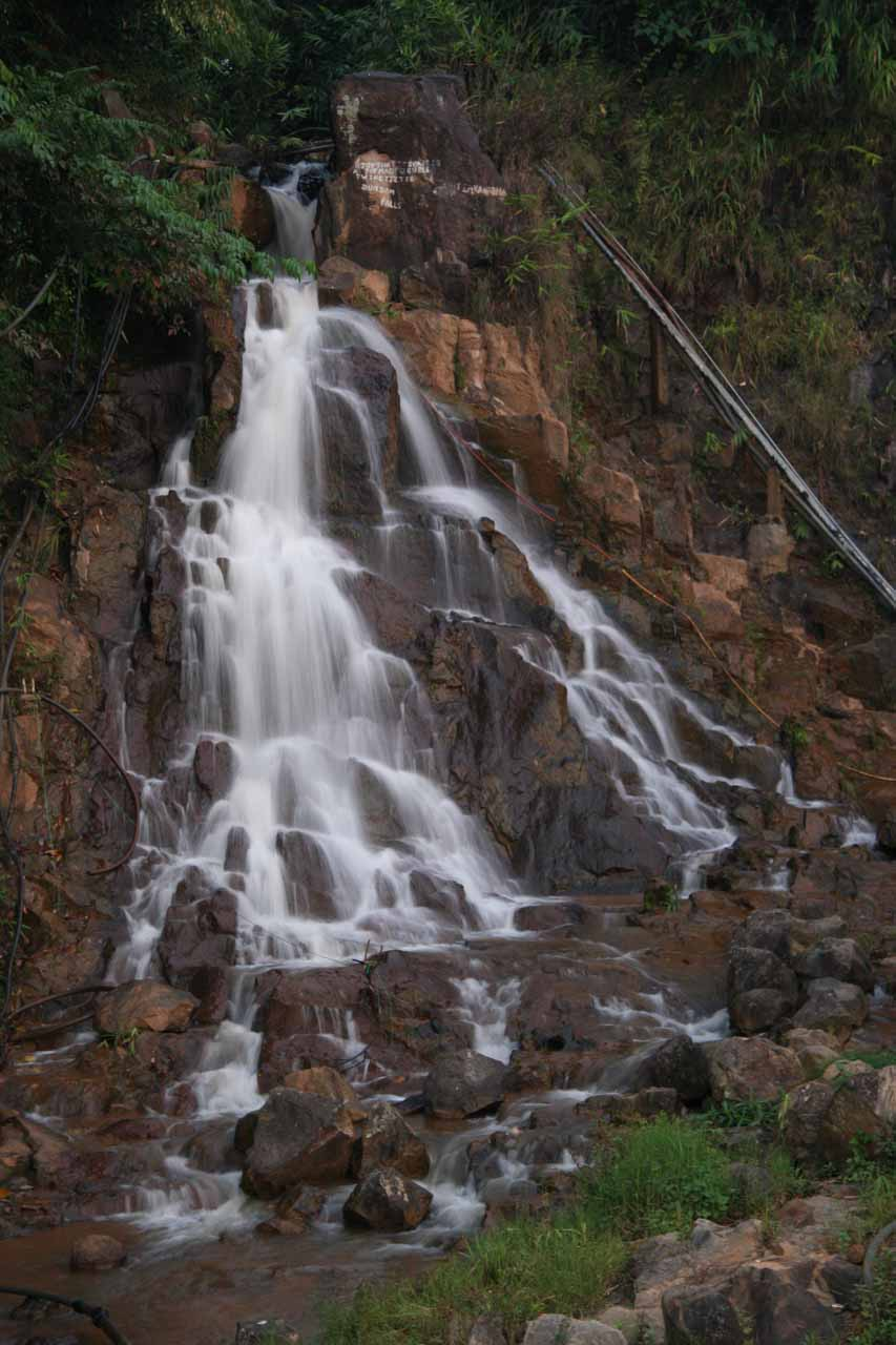 A more zoomed in view of Dumdam Falls