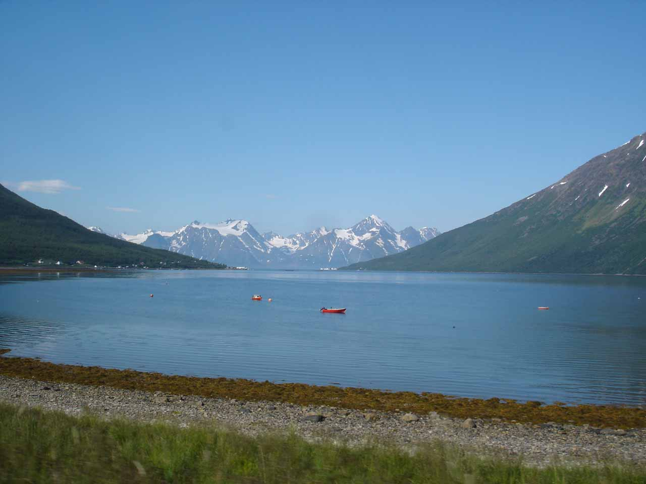 Before reaching Rovijokfossen from Storslett, we drove along the E6 passing through scenic fjords with the Lyngen Alps dramatically rising from sea level