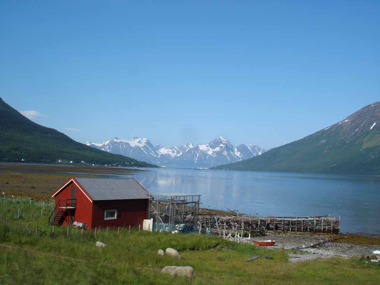 While driving south along the E6 from Storslett towards Kåfjorden, we started to see the Lyngen Alps behind this farm or fishery