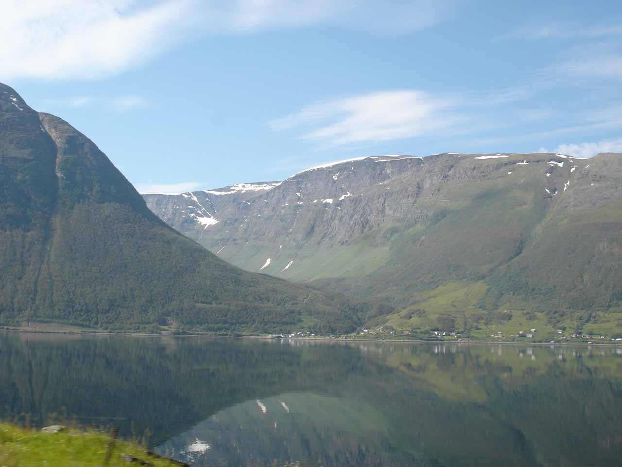 Another thing we saw before reaching Rovijokfossen was the scenic Kåfjorden fronted by the calm fjord and backed by a scenic valley