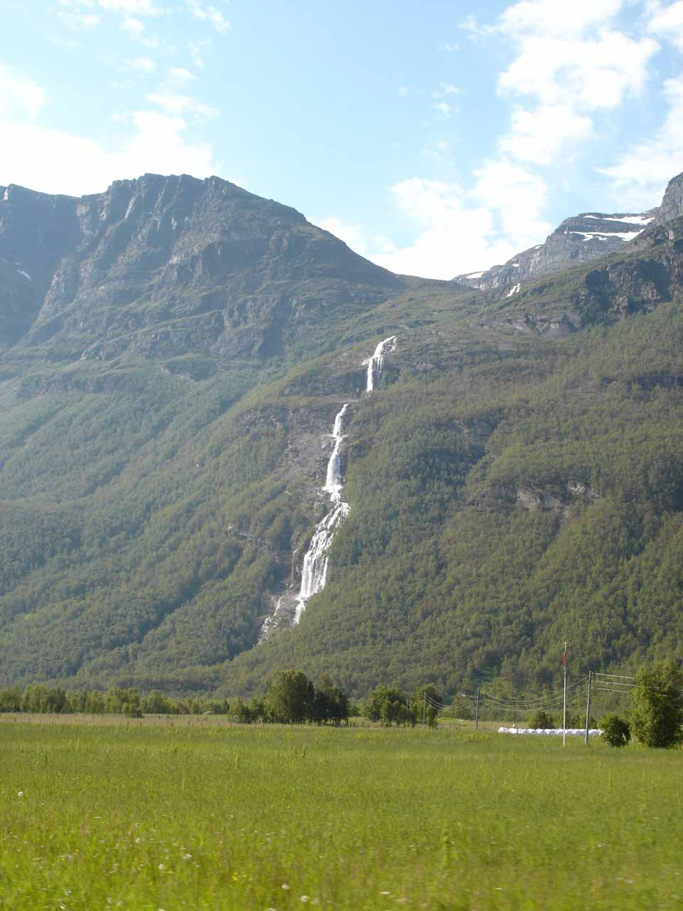 I called this waterfall 'Oksefossen' since it was on the river Okseelva as we briefly went into Kåfjorddalen