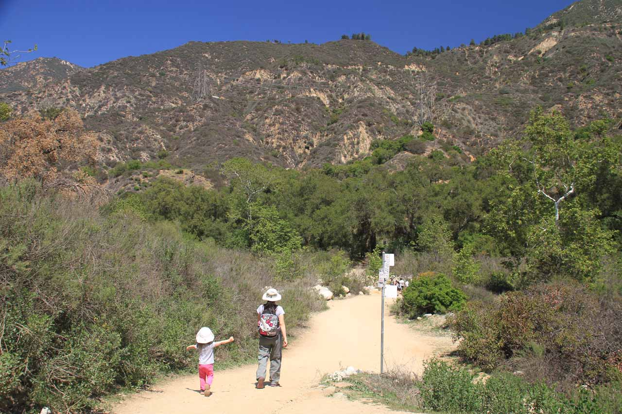 Julie and Tahia walking towards the wash crossing near the start of the hike