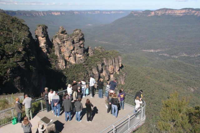 Echo_Pt_026_05032008 - Expansive vistas galore in the Blue Mountains. Shown here is the Three Sisters from Echo Point, which is probably one of the more iconic landmarks of the Blue Mountains