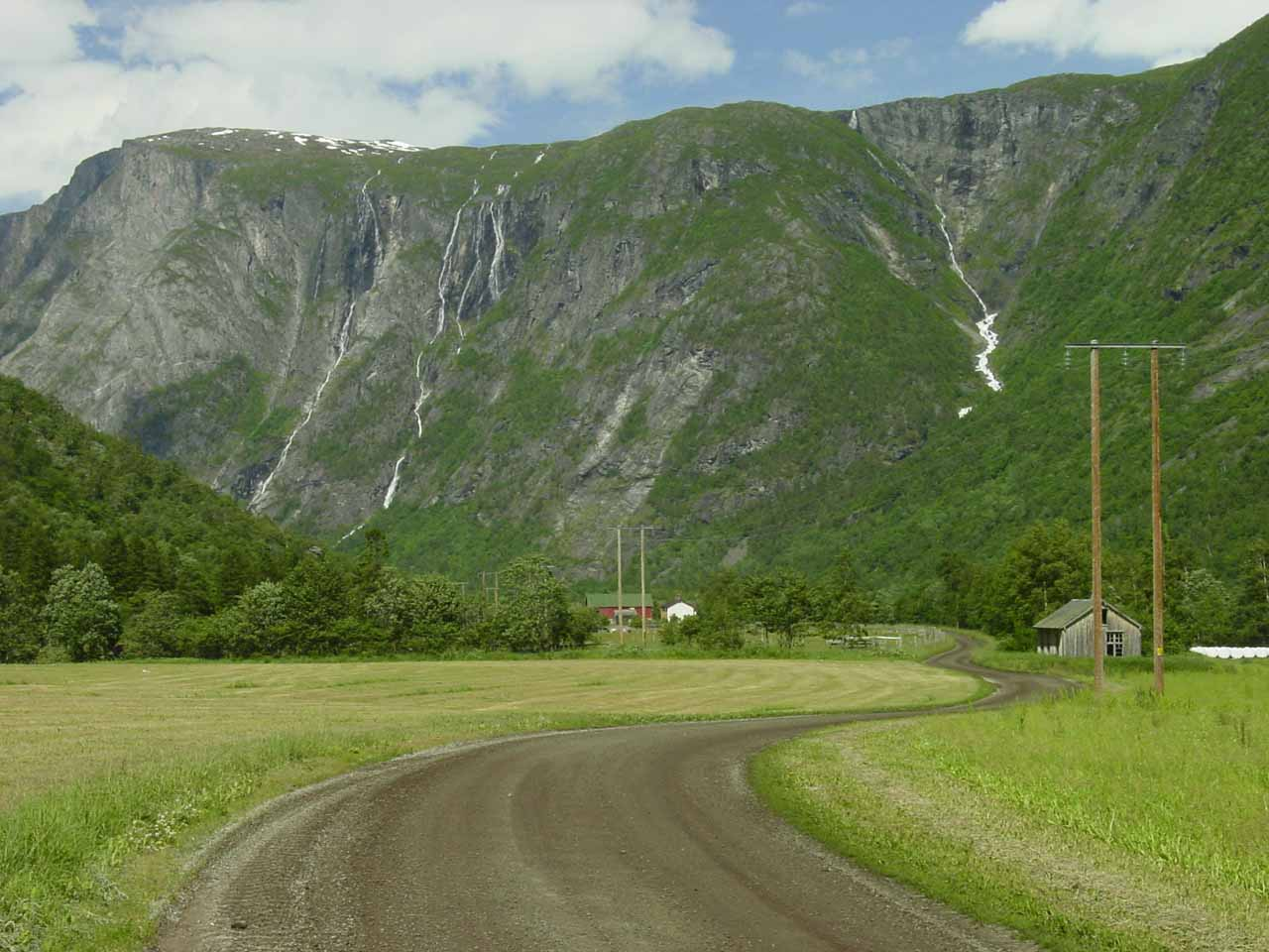 Looking back on the unpaved local road 191 towards the series of thin waterfalls on the east wall of Eikesdalen (possibly on the brook Almelibekken or the stream Rangåa