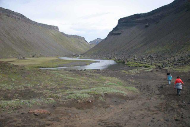 Eldgja_002_07042007 - Starting the hike into Eldgjá chasm to get to Ófærufoss