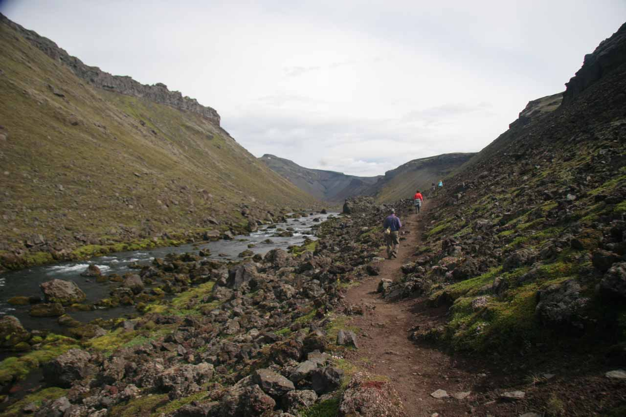 Further along Eldgjá walking besides the Nyrðri-Ófæra River