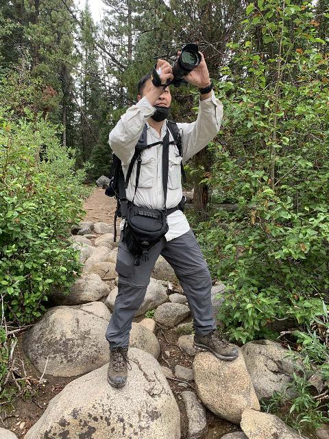 Using the Tamrac 5627 Pro Digital Zoom 7 Holster Bag in the field