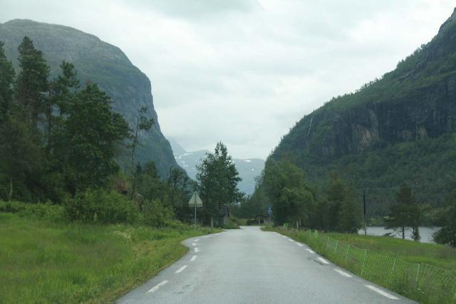 Espelandsfossen_Granvin_003_06252019 - The Fv572 county road is very narrow with practically no place to park around Espelandsfossen