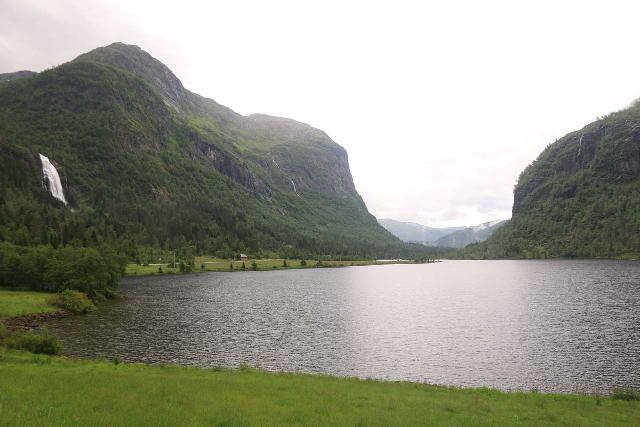 Espelandsfossen_Granvin_017_06252019 - Espelandsfossen and Espelandsvatnet in the Espelandsdalen as seen from the Fv572