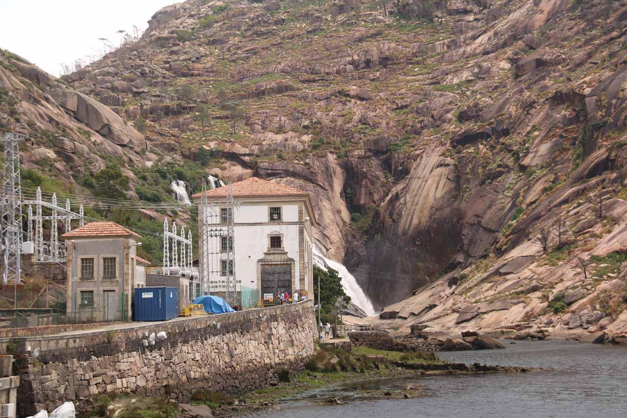 Approaching the heavily hydro'ed Fervenza do Ezaro