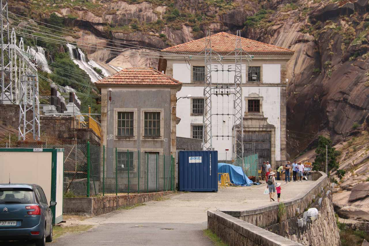 We needed to get past this hydroelectric facility in order to get closer to the base of Fervenza do Ezaro