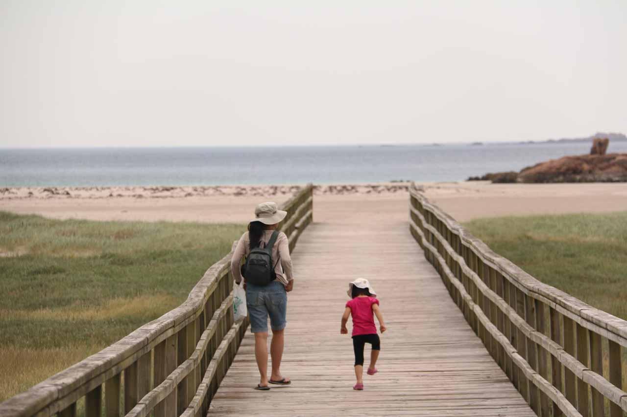 Julie and Tahia heading towards the beach at Ezaro
