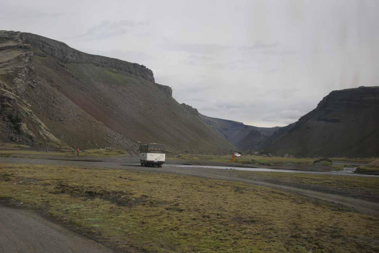 Following another bus headed to Eldgjá and Landmannalaugur