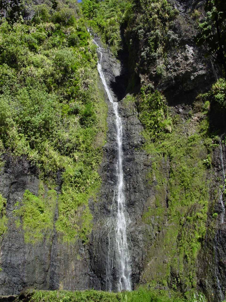Vaimahutu Waterfall on Tahiti Island in September 2002