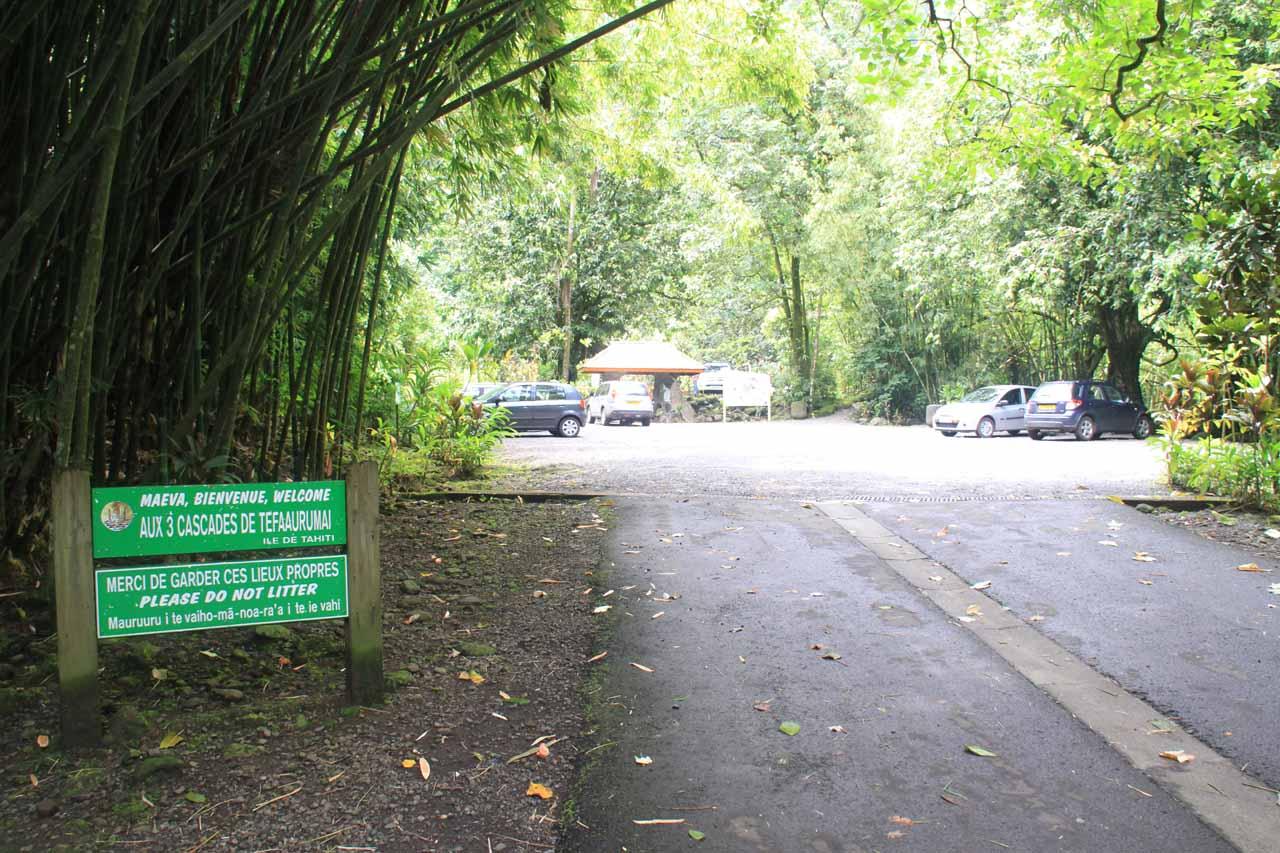 Signpost and car park for Tefa'arumai Waterfalls