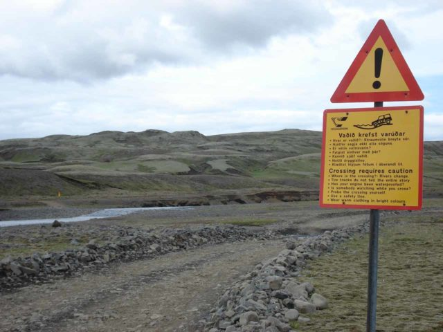 Fagrifoss_019_jx_07032007 - Scary signs providing plenty of warning about unbridged river crossings