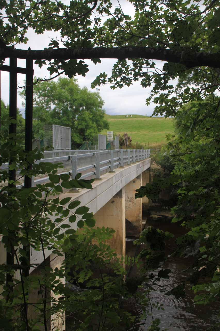 Approaching the Bonnington Weir