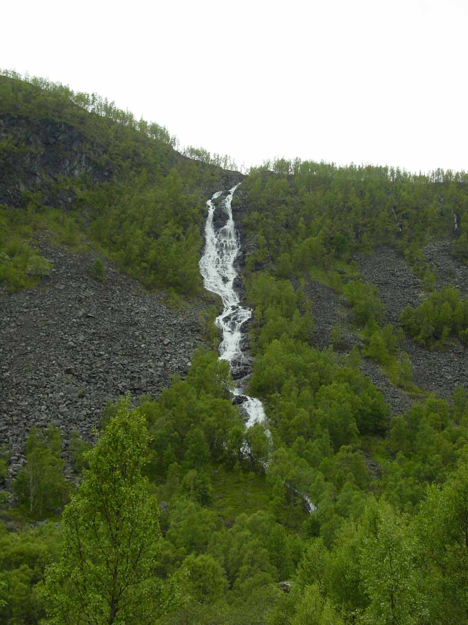 Some obscure waterfall we noticed while driving up above Øvre Årdal to the moors of Fardalen
