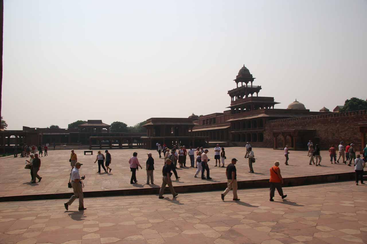 A big crowd at Fatehpur Sikri