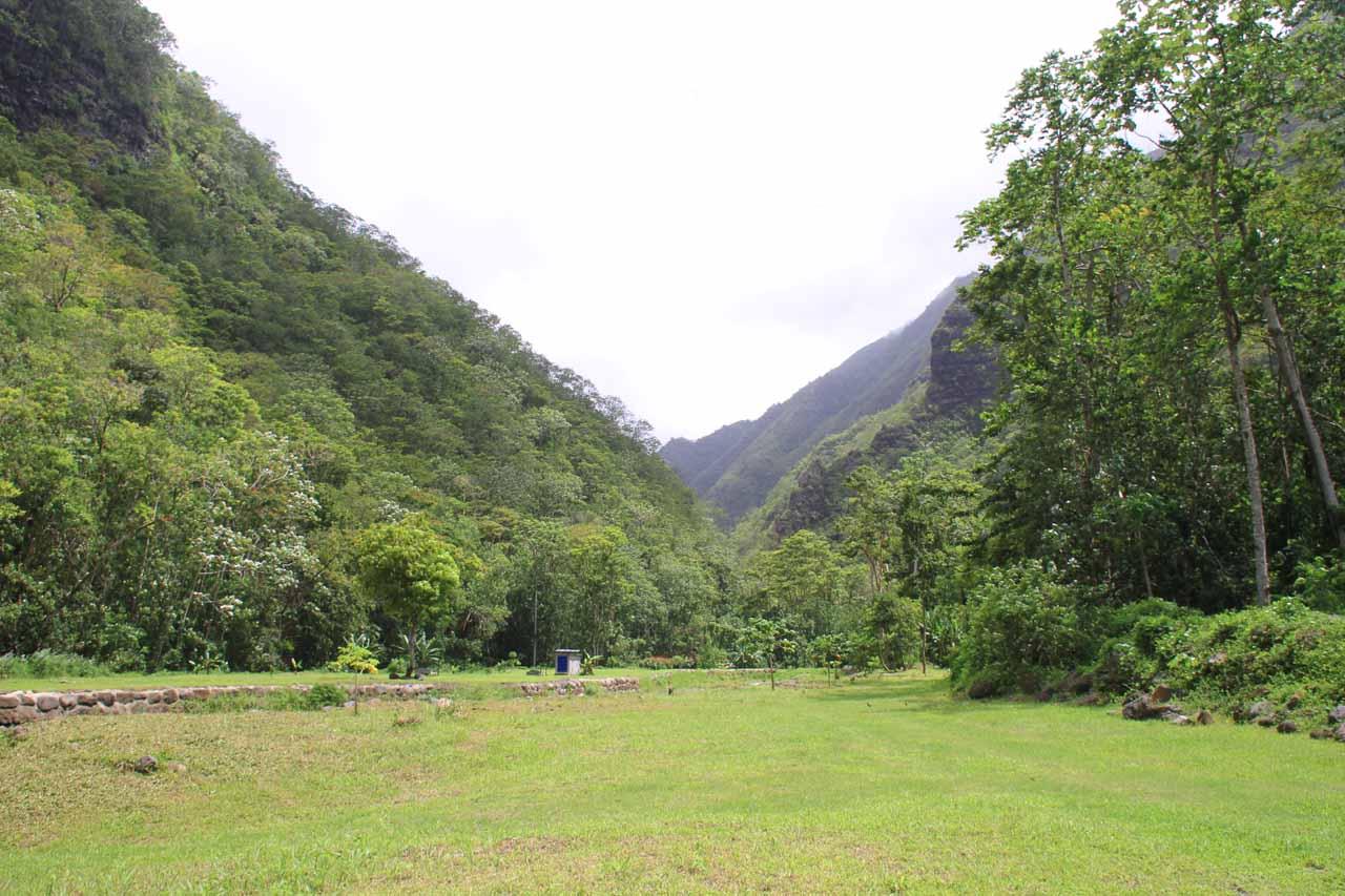 The beautiful V-shaped contour of Fautaua Valley
