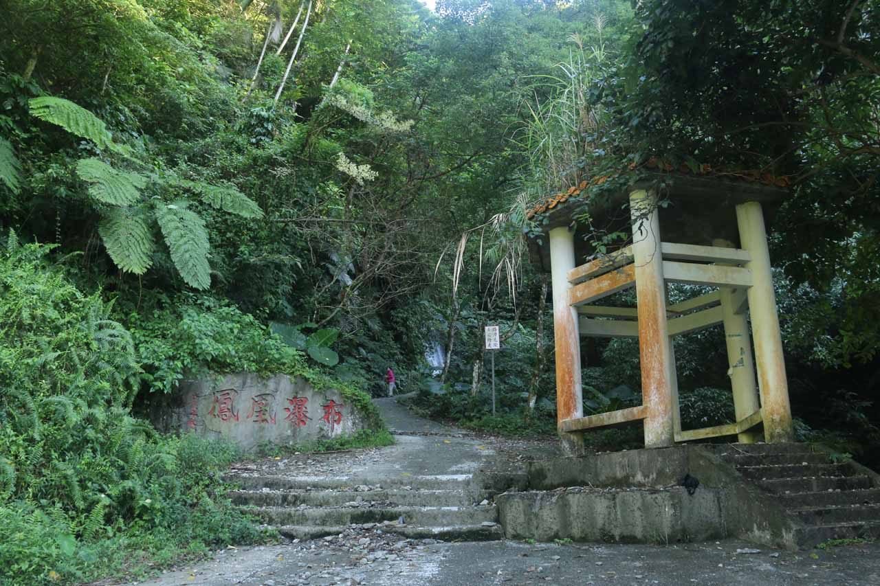 A shelter and footpath leading up to the Fenghuang Waterfall
