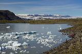 Fjallsarlon_089_08082021 - Looking back at the context of Fjallsarlon with the tour boats fronting the Breidararlon and its glacier