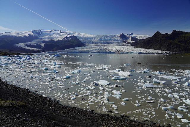 Fjallsarlon_094_08082021 - The attractive Fjallsárlón was a more intimate version of Jökulsárlón, which was just the next glacier arm to the more famous glacier lagoon