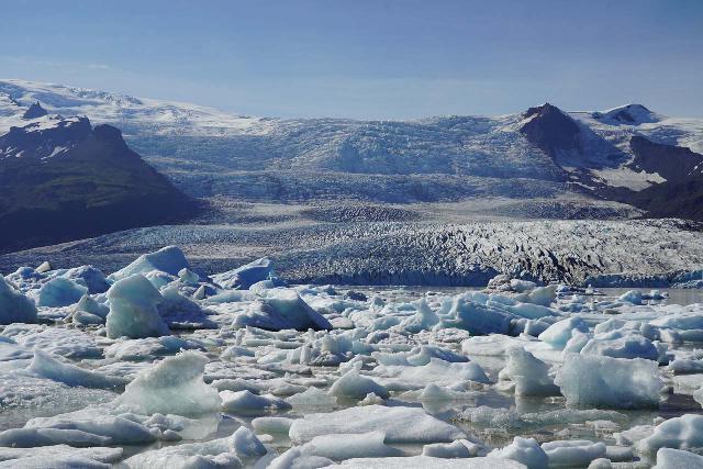 Fjallsarlon_146_08082021 - The attractive Fjallsárlón was a more intimate version of Jökulsárlón, which was just the next glacier arm to the more famous glacier lagoon