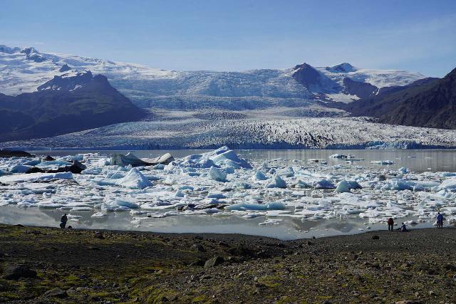 Fjallsarlon_169_08082021 - The attractive Fjallsárlón was a more intimate version of Jökulsárlón, which was just the next glacier arm to the more famous glacier lagoon