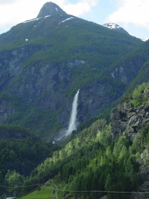 Flam_004_06272005 - Rjoandefossen backed by what I think is Vidmesnosi