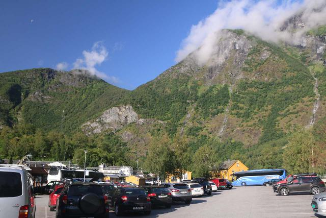 We parked at the large car park in Flåm right by the Brekke Apartments when we did the Nærøyfjord cruise