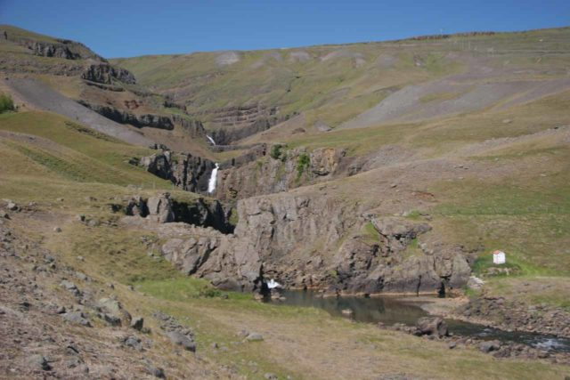 Fljotsdalur_004_07012007 - Looking at the context of the ravine and former site of Bessastaðir as well as waterfalls further upstream of Jonsfoss