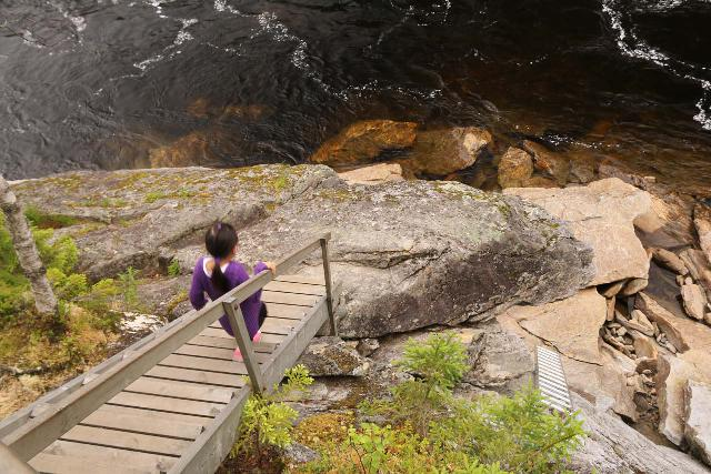 Formofossen_024_07102019 - Tahia going down to the rock outcrop with a more angled and upstream view of Formofossen as seen in July 2019. Notice the ladder on the lower right, which this time around didn't go right into the river