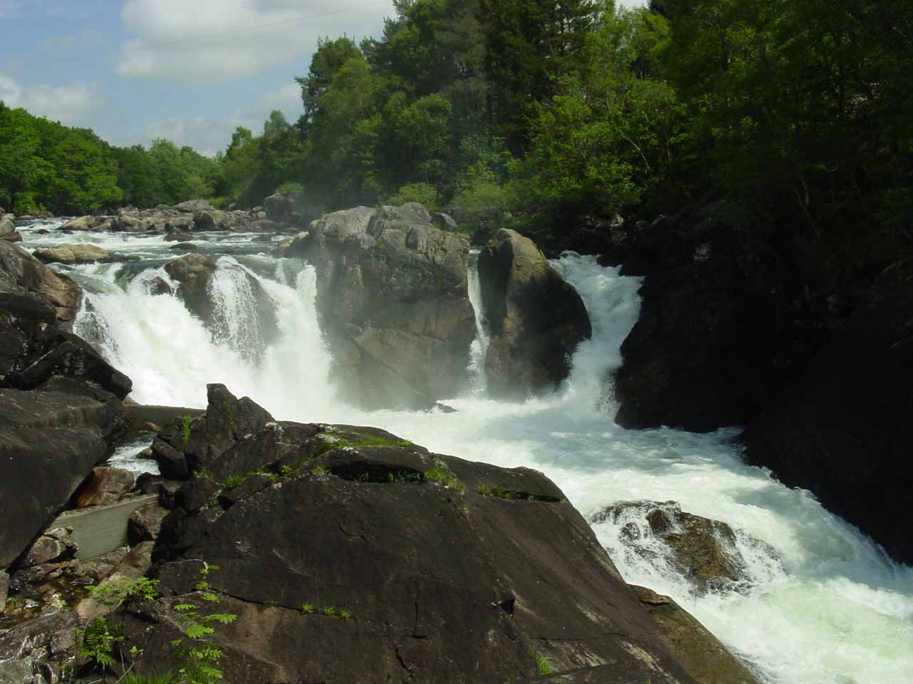 Another look at Tengsfossen.  Notice the salmon ladder on the left amongst the rocks