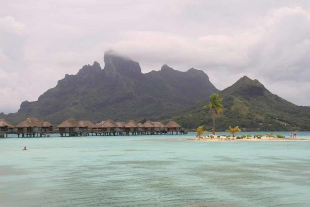 Four_Seasons_Bora_Bora_016_20121221